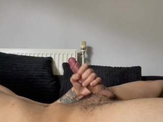 Tattooed british fills his bellybutton with cum